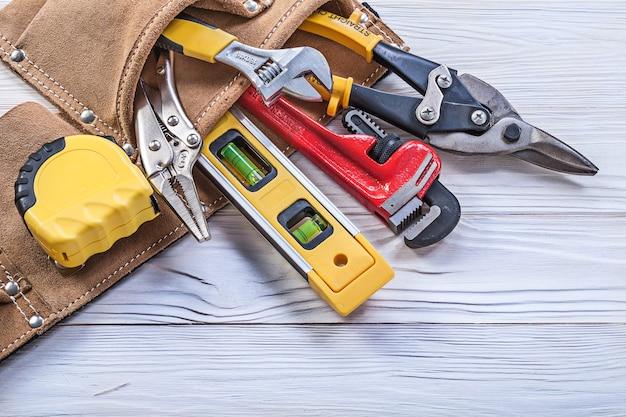 Strumenti di costruzione nella cintura degli attrezzi