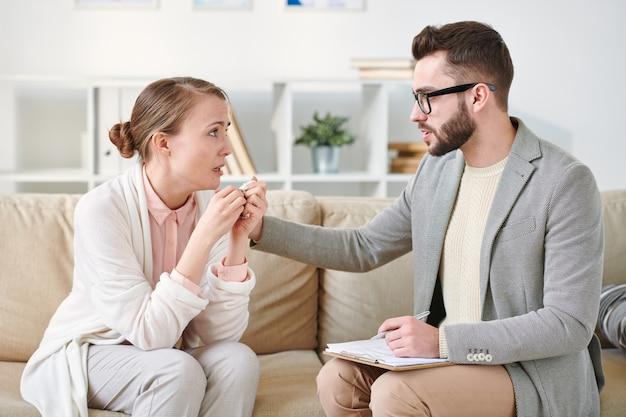 Consultazione sul divano