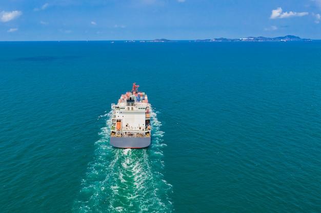 Le navi portacontainer importano ed esportano servizi di trasporto di imprese internazionali per paura dell'oceano