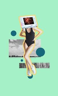 Collage di arte contemporanea. bella giovane ragazza snella, donna in costume da bagno nero intestato a schermo del dispositivo in posa isolato su sfondo chiaro. copia spazio per testo, design, annuncio. volantino. opere d'arte moderna.