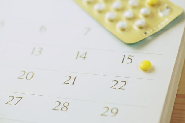 Pillole di controllo contraccettive e preservativo alla data del calendario calcolare la data controllare il tasso di natalità