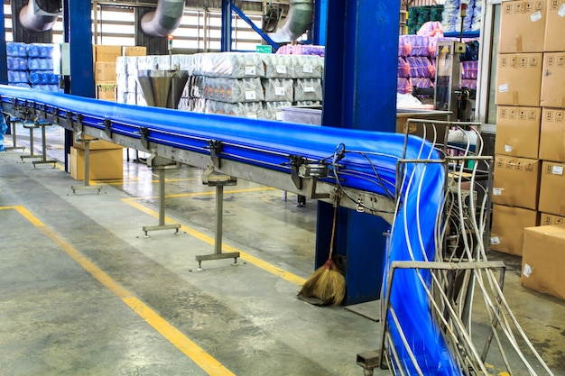 Galloni trasportatori di olio lubrificante per produrre carburante di fabbrica