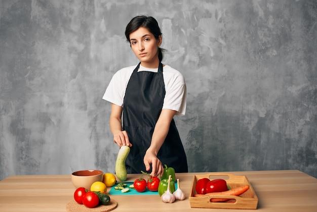 Cucina il pranzo a casa tagliere di cibo vegetariano