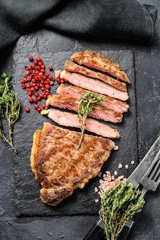 Bistecca di controfiletto cotta con spezie