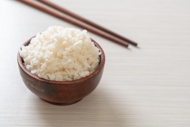 Ciotola di riso bianco al gelsomino tailandese cotto