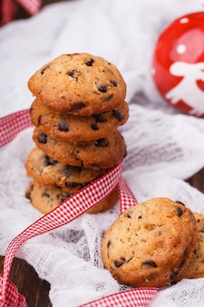 Biscotti per natale con cioccolato e latte.