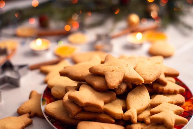 Biscotti di diverse dimensioni nella ciotola