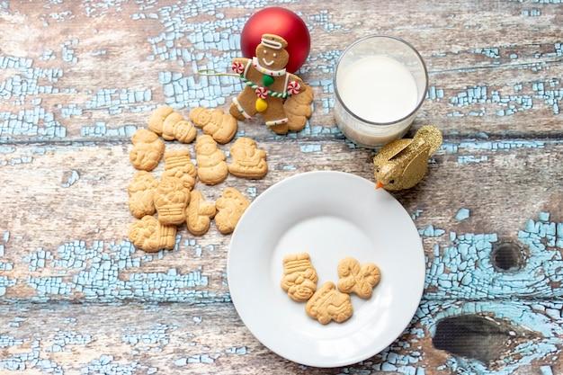 Biscotti e latte per babbo natale