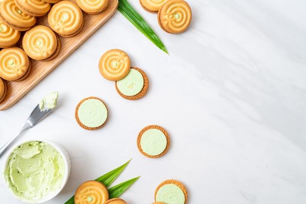Biscotti con crema pandana