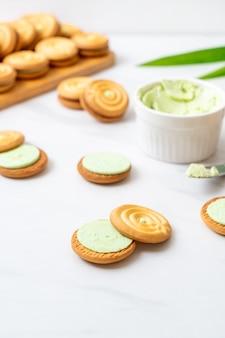Biscotti con crema pandan