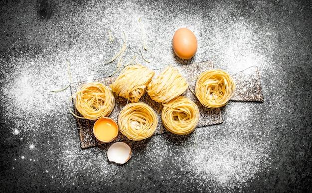 Cucinare la pasta fatta in casa con uova e farina