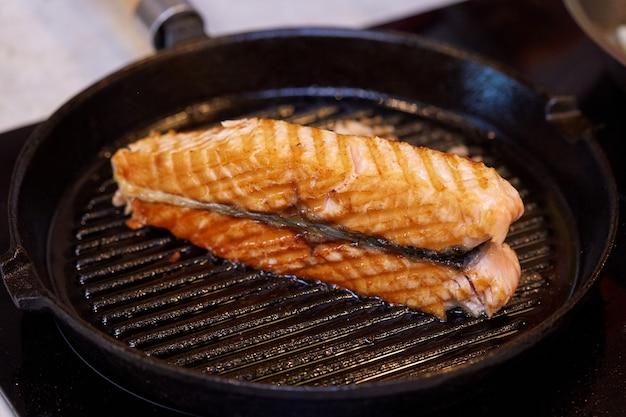 Cucinare la bistecca di salmone alla griglia