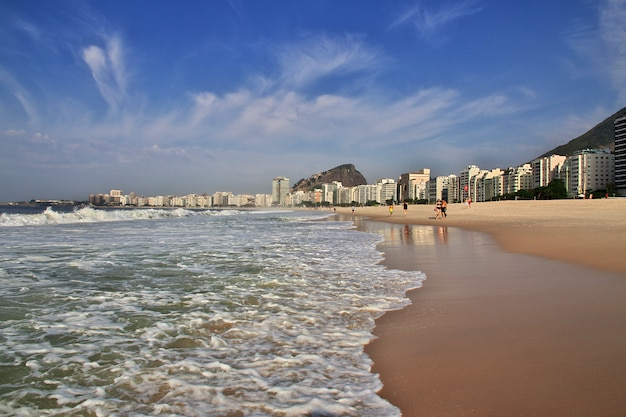 Spiaggia di copacabana a rio de janeiro, brasile