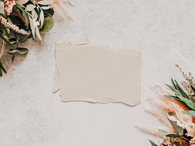 Copia la disposizione dello spazio della composizione di fiori secchi, mockup vintage fatto a mano