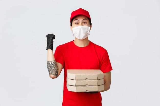 Uomo di consegna copia-spazio con scatola per pizza