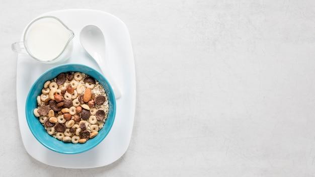 Copia spazio latte e cereali