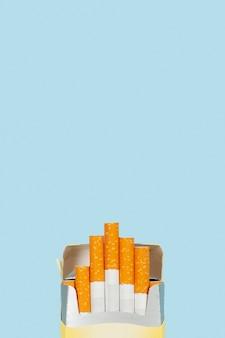 Pacchetto di sigarette copy-space