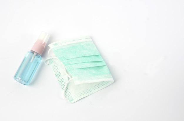Maschera medico per la prevenzione dei virus corona e spray per l'alcool, protezione antigienica.