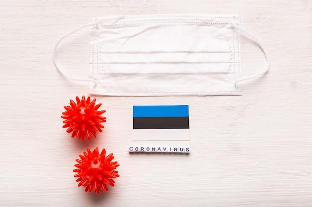 Coronavirus covid concept vista dall'alto maschera protettiva respiratoria e bandiera dell'estonia