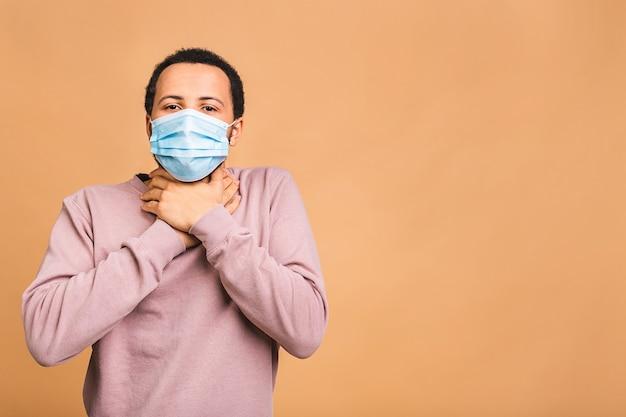 Coronavirus. uomo che indossa una maschera igienica per prevenire infezioni, malattie respiratorie aviotrasportate come l'influenza Foto Premium