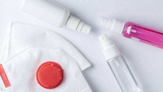 Mascherine protettive per la prevenzione del coronavirus e spray disinfettanti. prevenzione covid