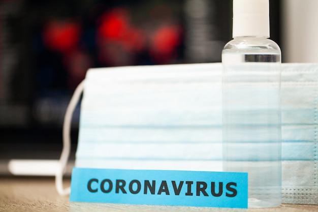 Protezione del coronavirus su uno sfondo di una scheda di diffusione del virus