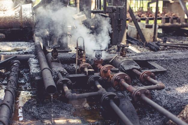Corrosione arrugginita attraverso la perdita di gas del vapore del tubo della valvola alla conduttura