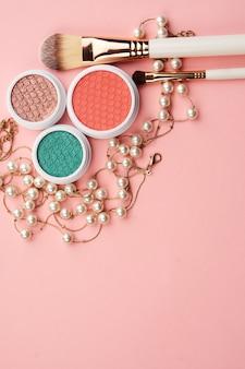 Accessori cosmetici accessori per ombretti pennelli per il trucco collezione di merchandising cosmetici professionali.