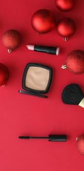 Copertina del blog di moda del marchio cosmetico e set di prodotti cosmetici e trucco per il concetto di glamour femminile per ...