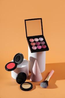 Prodotti cosmetici con figure geometriche. set moderno da varie forme geometriche per il branding e la presentazione.