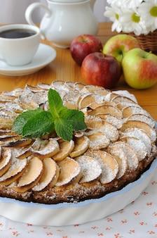 Ricotta e torta di mele con mele e cannella