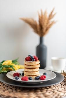 Frittelle di ricotta con frutti di bosco