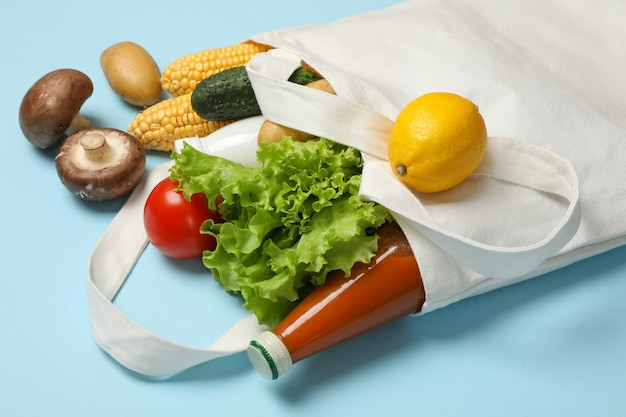 Borsa in cotone con diversi prodotti alimentari