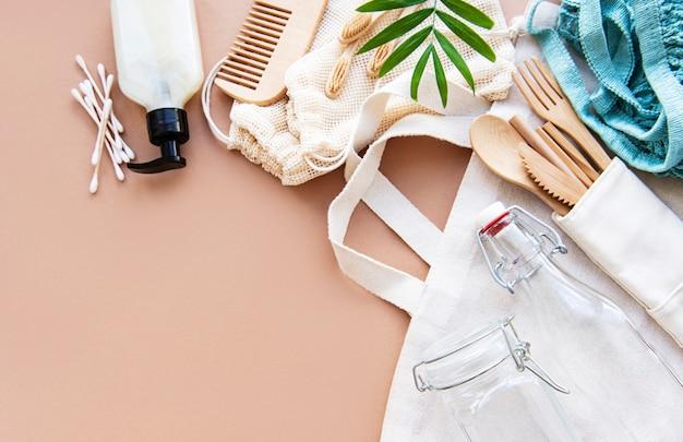 Sacchetti di cotone e borsa a rete con barattoli di vetro riutilizzabili
