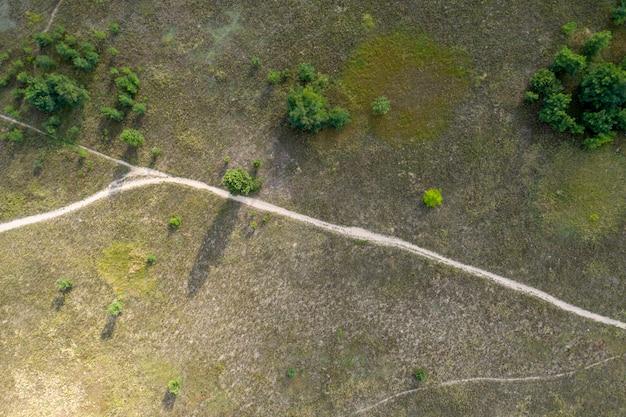 Strada di campagna vista dall'alto vista aerea