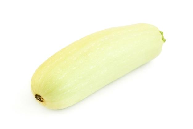 Zucchine isolati su sfondo bianco.