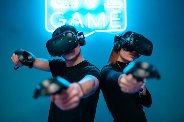 Copertura per giochi vr. realtà aumentata. i giocatori sono pronti. foto di alta qualità