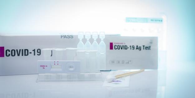 Autotest dell'antigene covid 19 per tampone nasale. kit di test dell'antigene per uso domestico per rilevare l'infezione da coronavirus. test rapido dell'antigene. diagnosi del virus corona. dispositivo medico per test antigene covid-19.