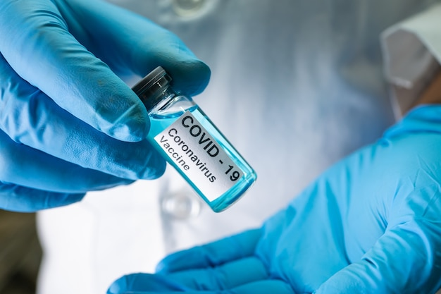 Vaccino contro il coronavirus covid-19 medico.