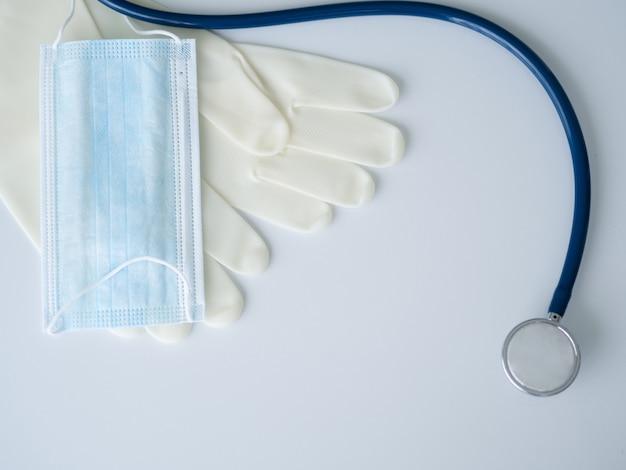 Dispositivi di protezione covid 19 per il lavoro medico professionale