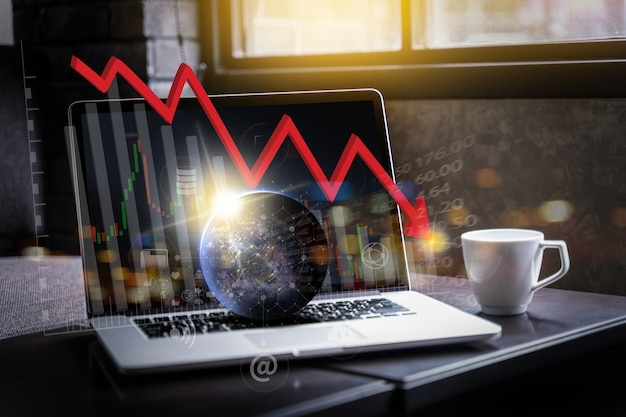 Covid-19, grafico del grafico di crescita del mercato azionario, crisi economica aziendale che analizza i dati di vendita ed economici