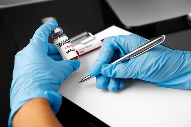Vaccino variante delta covid nella vaccinazione a mano contro il coronavirus