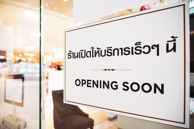 Covid19 pandemic new normal concept opening soon testo con lingua tailandese con lo stesso significato