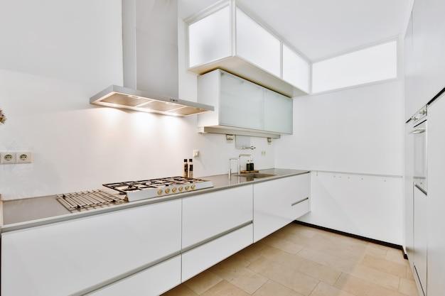 Un'accogliente cucina di lusso in una casa elegante
