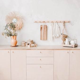 Accogliente cucina interna elegante in stile rustico