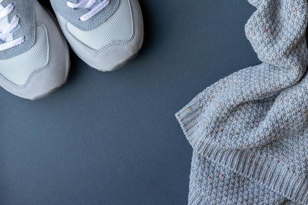 Abbigliamento invernale accogliente con copia spazio