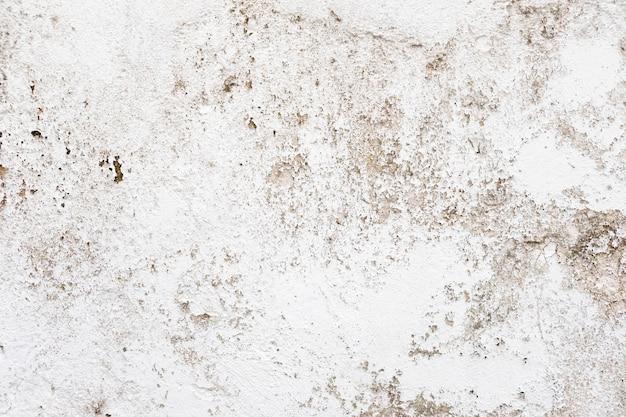 Crepa sul pavimento di cemento. muro danneggiato