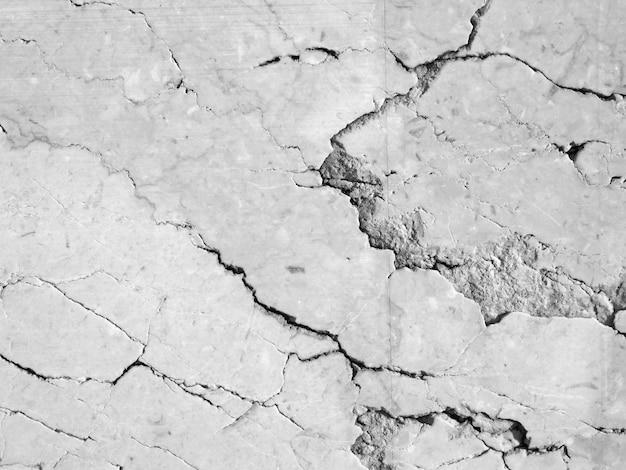 Struttura di pietra incrinata