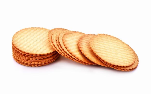 Cracker isolato su sfondo bianco