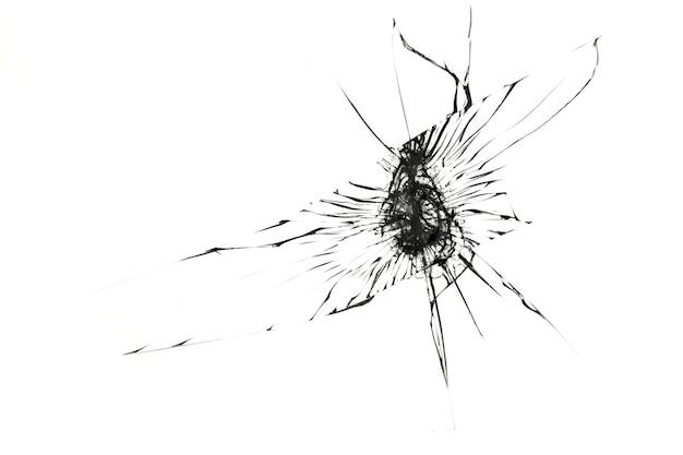 Crepe sul vetro rotto isolato su bianco.